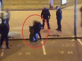 Adept do reality šou: VIDEO Spitý mladík zápasil na ulici s betónovými blokmi, hotová tragikomédia!