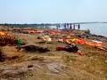 VIDEO Rieka vyplavila desiatky mŕtvol: Obavy z nekontrolovateľného šírenia KORONAVÍRUSU