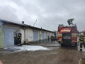 Požiar autodielne v Leviciach