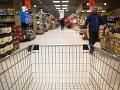 Kontroly v slovenských obchodoch odhalili stovky nedostatkov: Problémové bolo hlavne mäso