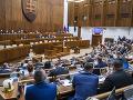 Poslanci sa zídu opäť v stredu: Čakajú ich zmeny v rozpočte a pri väzbe
