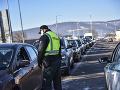 Polícia posilnila kontroly na hraniciach