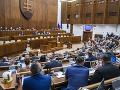 Parlament posunul novelu štátneho rozpočtu do druhého čítania: Rokovanie bude pokračovať zajtra