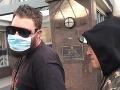 Muž (32) sa týždne skrýval pred políciou v pustatine: VIDEO Jeho odvoz na stanicu stál za to!