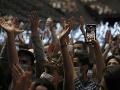 S rúškami a testami na KORONAVÍRUS: V Paríži sa konal testovací koncert pre 5-tisíc účastníkov