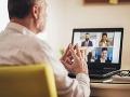 Poslanec počas online rokovania parlamentu zabudol, že je na kamere: Spáchal absolútnu nechutnosť