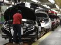 Trnavská automobilka opäť zastavuje výrobu! Chýbajú komponenty, odstávka sa týka viacerých zmien