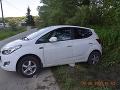 Nezodpovedný vodič zle zaistil auto: To vyšlo na cestu a zrazilo malé dievčatko (5)