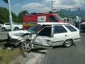 Pri zrážke dvoch áut sa zranili tri osoby: FOTO Z vozidiel ostali iba vraky
