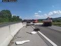 Nehoda kamióna s osobným autom: Diaľnica D1 medzi Prešovom a Košicami je obojsmerne uzavretá