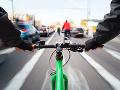 Po dopravnej nehode boli dvaja cyklisti v bezvedomí: Na mieste musel pristáť vrtuľník