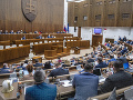 Poslanci pokračujú v rokovaní aj v utorok: Čakajú ich návrhy rezortu zdravotníctva
