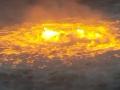 VIDEO Horiace more pripomínalo lávu: Rozsiahly požiar na morskej hladine zapríčinil únik plynu