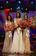 Víťazkou súťaže Miss Universe 2011 sa stala súťažiaca s číslom 12 Dagmar Kolesárová (uprostred). Vicemiss Romana Procházková (vľavo) a druhá Vicemiss Miriama Matúšová (vpravo)