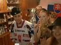 Partička okolo Adely vymyslela novú hokejovú hymnu.
