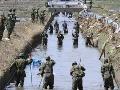 Japonsko začalo veľké pátranie po telách obetí cunami