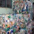 Pacifik chce preplávať na plastových fľašiach!