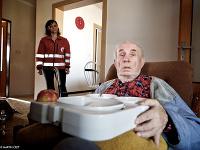 Slovenský červený kríž pomáha stovkám starých ľudí