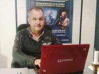 Jožo Ráž bol online.