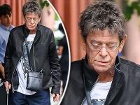 Rocker Lou Reed je po náročnej transplantácii pečene zúbožený a ledva chodí.