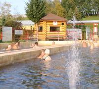 Vo vonkajšom bazéne sme našli dôchodcov zo Žiliny, ktorí sa sem radi vracajú rok čo rok.