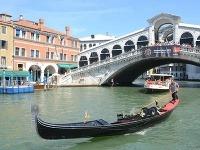 Rodinný výlet v Benátkach skončil smrťou otca troch detí.