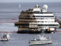 Vrak lode Costa Concordia sa podarilo narovnať
