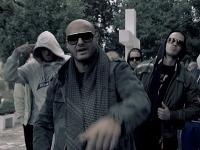 Patrik Rytmus Vrbovský nakrúcal spoločne so svojimi kamarátmi videoklip na cintoríne.