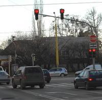 Košice: križovatka ulíc Moyzesova - Rastislavova 5.12. 2007: 14.07-15.07 hod. - 39 áut prešlo na červenú.