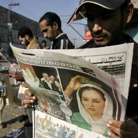 Podľa doterajšej oficiálnej verzie atentátnik strelil Bhuttovej do krku a po prevoze do nemocnice skonala na následky tohto zranenia.