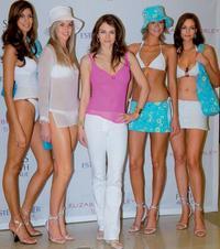 Elizabeth Hurley vytvára plážové oblečenie pre ženy, ktoré podstúpili operáciu rakoviny prsníka. Herečkina stará mama na túto diagnózu zomrela.