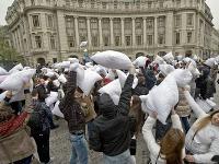 Vo viac ako 110 mestách sveta sa v sobotu konali masové vankúšové bitky