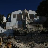 Luxusná vila, v ktorej si Fruni užíval.