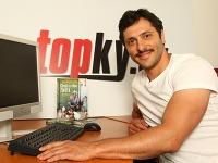 Herec Braňo Deák je online.