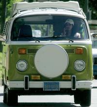 Tridsaťročný minibus slúži milionárke Teri ako dopravný prostriedok