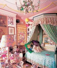 Aj keď bol Gianni Versace svetovým módnym tvorcom, jeho bytové kreácie sú veľkým gýčom.