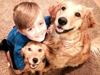 Ethan so svojimi psími kamarátmi