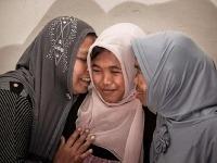 Jamaliah (vľavo) sa tisne k dcére