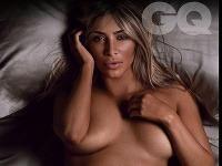 Kim Kardashian sa stala Ženou roka podľa magazínu GQ, preto sa na jeho stránkach vyzliekla donaha.