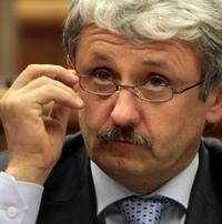Šéf SDKÚ-DS Mikuláš Dzurinda tvrdil, že stanovy sú demokratické