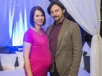 Manželka Lukáša Latináka v decembri porodí ich druhé dieťa.