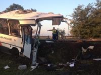 Pri nehoda v Maďarsku sa autobus rozdelil na dve časti