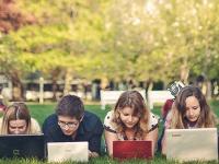 Paradox internetu: Spája vzdialených, no vzďaluje blízkych!