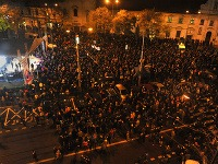 Ľudia sa zhromažďujú v Bratislave, aby protestovali proti korupcii
