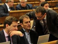(Zľava) Poslanci NR SR za stranu OĽaNO Miroslav Kadúc a Igor Matovič a poslanec NR SR za stranu SaS Ľubomír Galko.