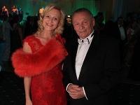 Exprezident Rudolf Schuster prišiel na Medický ples v spoločnosti atraktívnej blondínky.