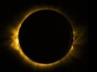 ESA Európska vesmírna agentúra zverejnila fotografiu zatmenia Slnka z vesmíru