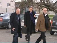 Viliama Fischera zastupuje kontroverzný prokurátor.