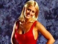 Nicole Eggert alias Summer vyzerala kedysi v červených plavkách božsky.