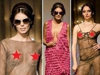 České modelky vystavili na móle na obdiv svoje krivky.